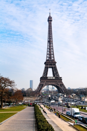 d'eiffel: PARIS, FRANCE - MARCH 4: Eiffel Tower in Paris on March 4, 2013. The tower was build in 1889 as entrance arch to the 1889 Worlds Fair Editorial