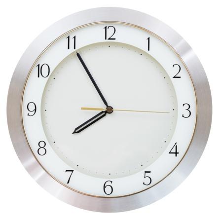 reloj de pared: siete y cincuenta y cinco o reloj del reloj de pared de marcaci�n