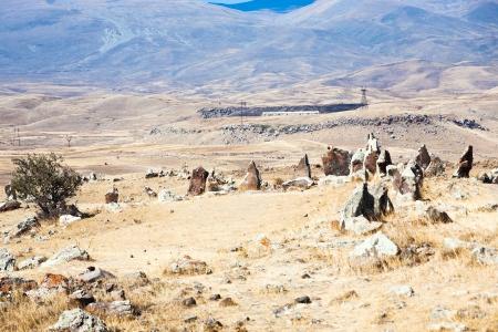 prehistoria: c�rculo de piedra de Zorats Karer (Carahunge) - prehistoria monumento megal�tico en Armenia