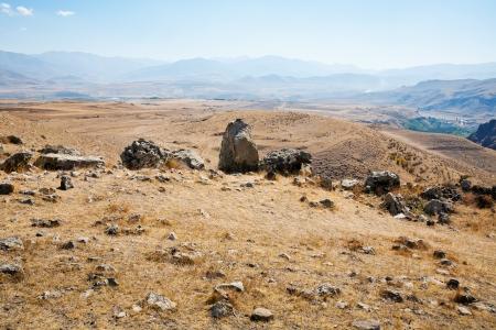 prehistoria: paisaje de piedra de Zorats Karer (Carahunge) - prehistoria monumento megal�tico en Armenia Foto de archivo