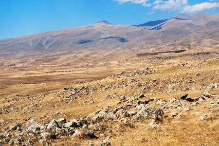 prehistoria: meseta de piedra con Zorats Karer rocas (Carahunge) - prehistoria monumento megal�tico en Armenia