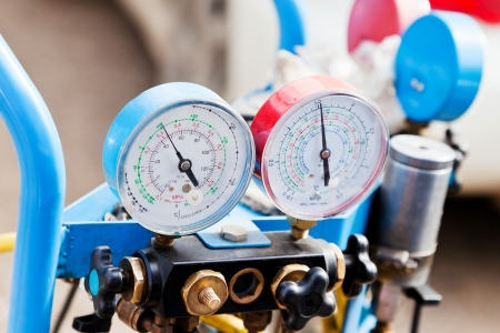 conditioner: manometer gages on equipment for filling automotive air conditioners