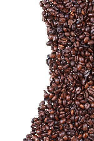 cafe colombiano: marco de los granos de caf� tostado de cerca sobre fondo blanco Foto de archivo