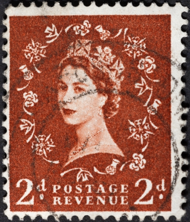 wilding: UNITED KINGDOM - CIRCA 1952: A postage stamp printed in the United Kingdom shows Queen Elizabeth by Dorothy Wilding red brown, circa 1952 Editorial