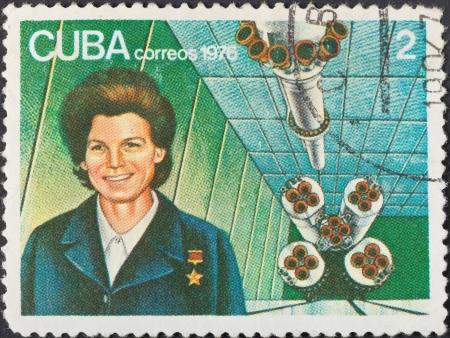 tereshkova: CUBA - CIRCA 1976: Un francobollo stampato in Cuba mostra prima donna astronauta Valentina Tereshkova, circa 1976 Editoriali