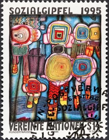 nazioni unite: NAZIONI UNITE - CIRCA 1995: Un francobollo stampato dall'organizzazione delle Nazioni Unite per vertice europeo per lo Sviluppo Sociale mostra di pittura Hundertwasser diritti umani, circa 1995