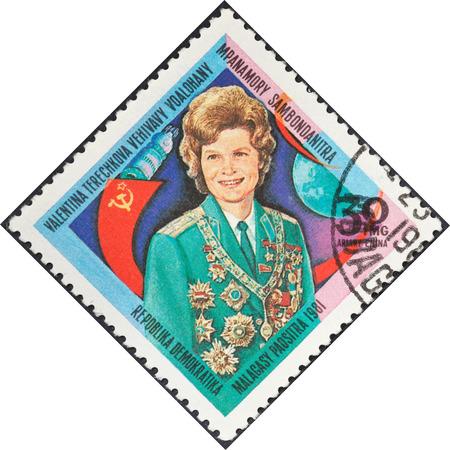 tereshkova: MALAGACY REPUBBLICA - CIRCA 1981: Un francobollo stampato in Madagascar presenta prima donna astronauta Valentina Tereshkova, circa 1981