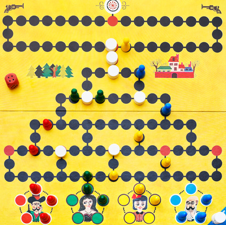 spiel: MOSCOW, RUSSIA - FEBRUARY 3, 2014: top view of gaming field of Malefiz - family board game. It was designed by Werner Schoppner and published by Ravensburger since 1959