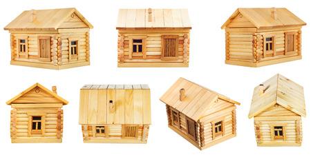 Ansichten der einfachen Dorfholzblockhaus auf weißem Hintergrund Standard-Bild