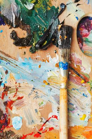 pallette: pinceau sur les huiles usag�es en bois de Pallette artistique