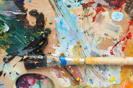 paleta: Cepillo de pintura sobre madera utilizada paleta art�stica