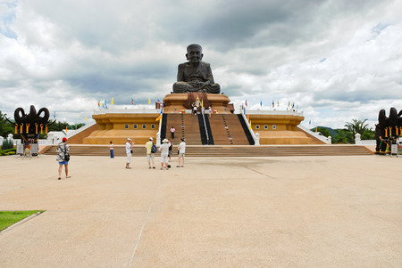 pu: HUA HIN, THAILAND - JUNE 5, 2008: World Largest Luang Pu Thuad Statue (Huay Mongkol Monastery,Hua Hin District), Thailand. Majestic statue is made up of mixed metal and has 9.9m wide and 11.5m high