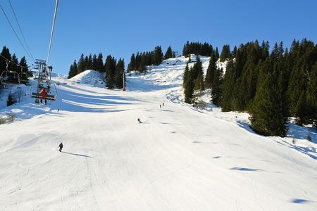 du ร    ก ร: ski lift and skiing tracks on snow slopes of mountains in Portes du Soleil region, Morzine - Avoriaz, France