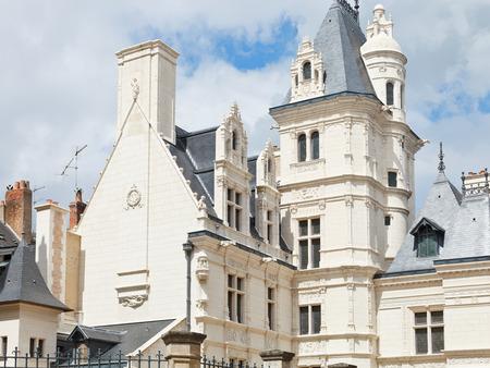 anjou: ANGERS, FRANCIA - 28 de julio 2014: la construcci�n en la calle Rue de L'Espine en Angers, Francia. Angers es la ciudad en el oeste de Francia y es la capital hist�rica de la provincia de Anjou