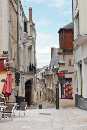 anjou: ANGERS, FRANCIA - 28 de julio 2014: la plaza Place du Pilori en Angers, Francia. Angers es la ciudad en el oeste de Francia y es la capital hist�rica de la provincia de Anjou
