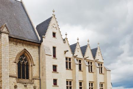 anjou: ANGERS, FRANCIA - 28 de julio 2014: las paredes de la catedral en Angers Castillo, Francia. Chateau d'Angers fue fundada en el siglo noveno por condes de Anjou, fue ampliado a su tama�o actual en el siglo 13 Editorial