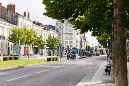 anjou: Angers, Francia - 28 de julio 2014: la calle Boulevard du Marechal en Angers, Francia. Angers es la ciudad en el oeste de Francia y es la capital hist�rica de la provincia de Anjou