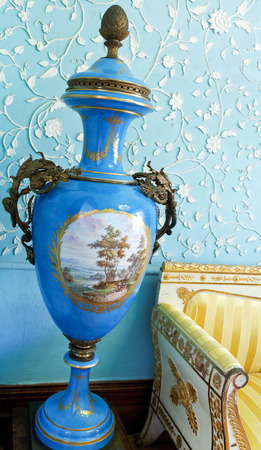 vorontsov: ALUPKA, RUSSIA - SEPTEMBER 28, 2014: Floor vase in interior of Vorontsov (Alupka) Palace in Crimea. The palace was built between 1828 and 1848 for Prince Vorontsov for use as summer residence