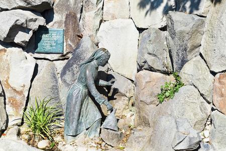 alibaba: KOREIZ, RUSSIA - SEPTEMBER 29, 2014: fountain Girl Arzy and robber Ali Baba in Miskhor. The sculpture was made in 1903 by Estonian sculptor Amandus Heinrich Adamson.