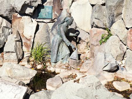 alibaba: KOREIZ, RUSSIA - SEPTEMBER 29, 2014: fountain Girl Arzy and robber Ali Baba in Miskhor, Crimea. The sculpture was made in 1903 by Estonian sculptor Amandus Heinrich Adamson.