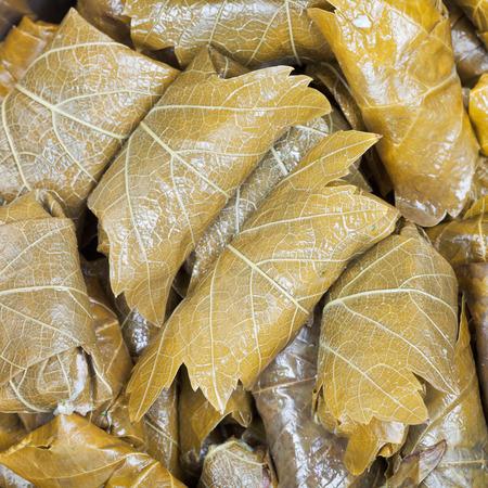 hojas parra: Comida C�ucaso - dolma de hojas de vid en escabeche y carne picada de cerca