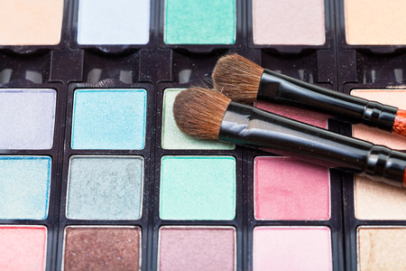 maquillage: makeup kit and cosmetic brushes close up Stock Photo