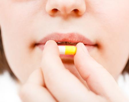 pilule: paziente prende pilule vicino