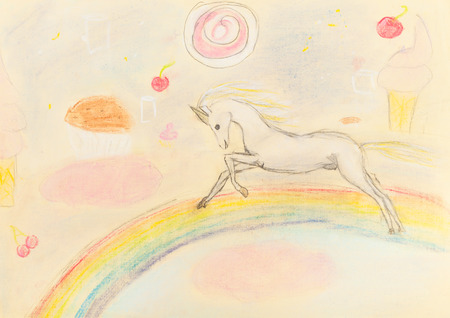 bambini disegno: bambini che disegnano - fata unicorno arcobaleno di pastello a secco Archivio Fotografico