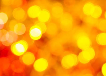 agleam: abstracta fondo borroso - amarillas y rojas parpadeantes luces de Navidad de guirnaldas el�ctricas en el �rbol de Navidad