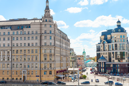 arose: MOSCOW, RUSSIA - AUGUST 23, 2015: Balchug street and Raushskaya embankment in Moscow city. Baltschug Street - one of the oldest streets of Moscow, which arose at the end of the XIV century.