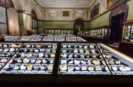 VIENNA, AUSTRIA - SEPTEMBER 30, 2015: collection of minerals in Naturhistorisches museum, Vienna.The Museum ( NHMW) is a large natural history museum, it was opened in 1891 by Emperor Franz Joseph Редакционное