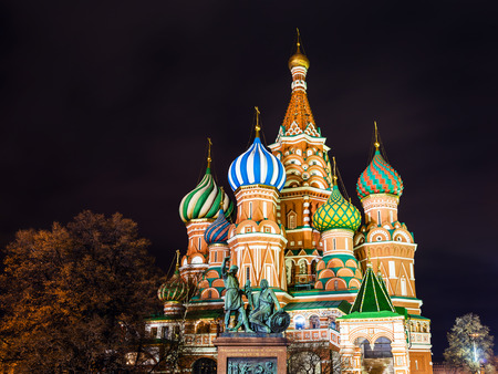minin: Saint Basils (Vasily the Blessed, Pokrovsky) Cathedral and Monument to Minin and Pozharsky illuminated in night, on Red Square of Moscow Stock Photo