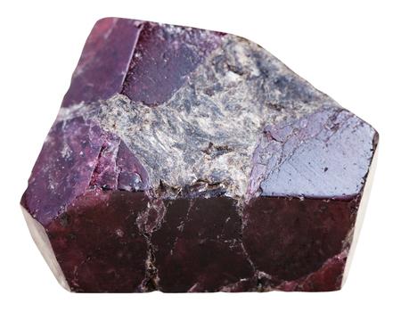 pietre preziose: riprese macro di pietra minerale naturale - cristalli di granato pietra (almandine) gioiello isolato su sfondo bianco