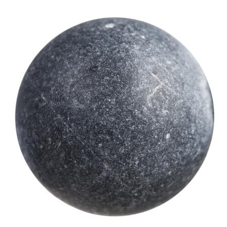 makrofotografii - kula z szarego Szungit kamień mineralnej samodzielnie na białym tle