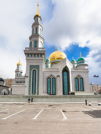 olimpiysky: MOSCOW, RUSSIA - MARCH 20, 2016: Moscow Cathedral Mosque - main mosque of Moscow, Russia. The new mosque building has the capacity of ten thousand worshippers. Editorial