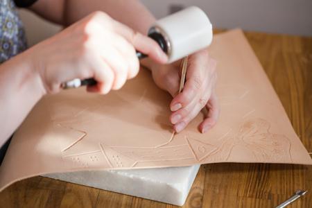 saddler: leathercraft - craftsman emboss picture on leather