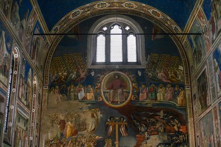 cappella: Padua, Italia - 15 de octubre, 2016: interior de la capilla de los Scrovegni (Capilla de los Scrovegni, Capilla Arena) en la ciudad de Padua. Fue pintada por fresco de Giotto, completado alrededor del 1305.