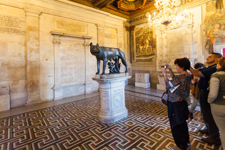 lupa: ROME, ITALY - OCTOBER 31, 2016: tourists in room of Capitoline Museums in Palazzo dei Conservatori (Palace of the Conservators) in Rome. Art and Archeological museums are on Piazza del Campidoglio.