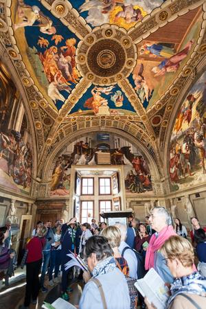 stanza: VATICAN, ITALY - NOVEMBER 2, 2016: Visitors in Stanza di Eliodoro (Room of Heliodorus) decorated by Raphaels frescoes in Raphael Rooms (Stanze di Raffaello) of Vatican museums.