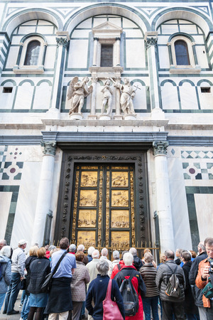 croud: FLORENCE, ITALY - NOVEMBER 4, 2016: many tourists near East doors of Baptistery (Battistero di San Giovanni, Baptistery of Saint John), the doors are copy of Gates of Paradise made by Lorenzo Ghiberti