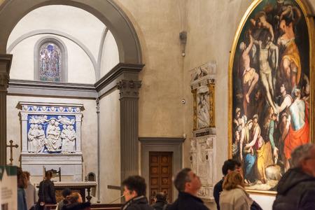 cappella: FLORENCIA, ITALIA - NOVIEMBRE 6, 2016: Interior de la capilla de la basílica de Santa Croce (Basílica de la Santa Cruz) en la ciudad de Florencia. La iglesia es el lugar de enterramiento de famosos italianos.