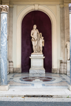 felix: VATICAN, ITALY - DECEMBER 17, 2010: Venus Felix (Venus with her son Cupid) sculpture in Octagonal Courtyard of Gallery of Statues, open loggia of Pio-Clementino Museum in Vatican museums