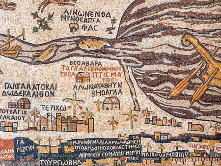 死海、ヨルダン - 2012 年 2 月 19 日: 古代のマダバ地図の現代レプリカ。マダバのモザイク地図の床モザイクの古いビザンチン教会の聖ジョージの一部