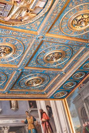 gallerie: VENICE, ITALY - MARCH 30, 2017: ceiling of Gallerie dellAccademia in Venice. The museum gallery exhibits pre-19th-century art , it is housed in the Scuola della Carita