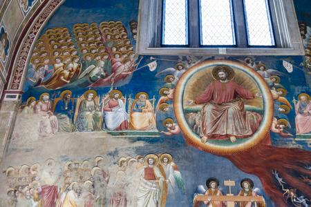 PADUA, ITALIA - 1 DE ABRIL DE 2017: interior de la capilla de Scrovegni (degli Scrovegni de Cappella, capilla de la arena). La iglesia contiene un ciclo de frescos de Giotto, completado alrededor de 1305. Editorial