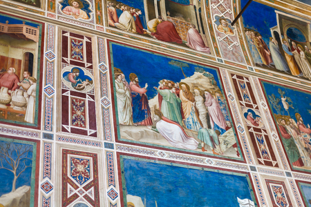 PADUA, ITALIA - 1 DE ABRIL DE 2017: pinturas en la capilla de Scrovegni (degli Scrovegni de Cappella, capilla de la arena). La iglesia contiene un ciclo de frescos de Giotto, completado alrededor de 1305.