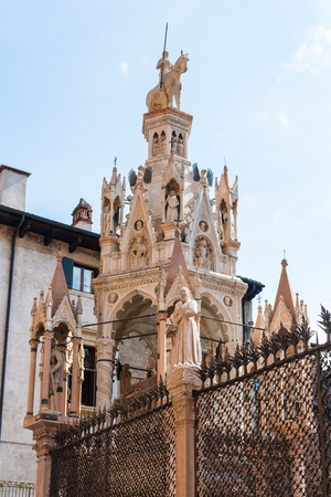 travel to Italy - medieval tomb of cansignorio in arche scaligere (scaliger family tombs) in Verona city Imagens