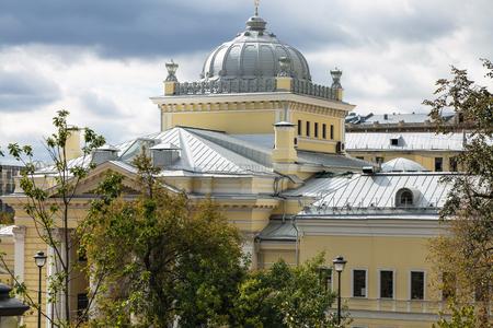Cúpula de la Sinagoga Coral de Moscú en Bolshoy Spasogolinischevsky Lane en la ciudad de Moscú en día de otoño Foto de archivo - 86365061