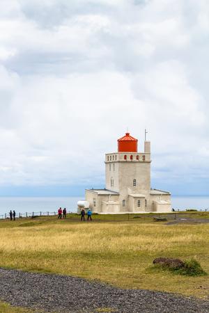 VIK I MYRDAL, ICELAND - SEPTEMBER 9, 2017: visitors near Dyrholaeyjarviti Lighthouse on Dyrholaey cliff near Vik I Myrdal village on Atlantic South Coast in Katla Geopark in Iceland in september Stok Fotoğraf - 90557932