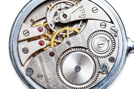 Mecanismo de reloj de bolsillo mecánico cerrar aislado sobre fondo blanco. Foto de archivo